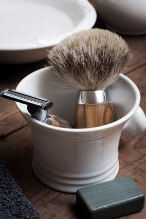 schiuma di sapone: Rasatura strumento su tavola di legno