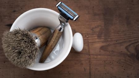 peluquero: Afeitar Tool en la tabla de madera