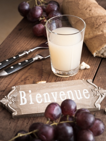 Bienvenue - Welcome to France with Sign, Pastis, Grape, Plate and Tomatoes  Standard-Bild