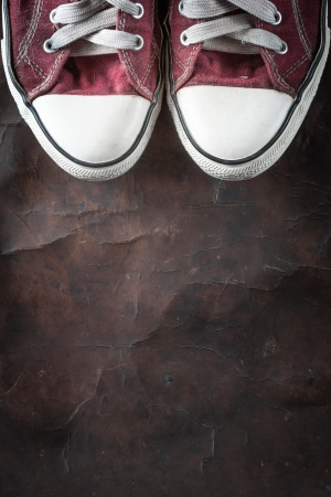 old red Sneakers on old Leather Standard-Bild