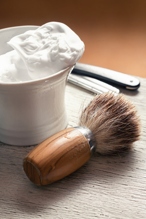 Shaving Tools on wooden table Standard-Bild