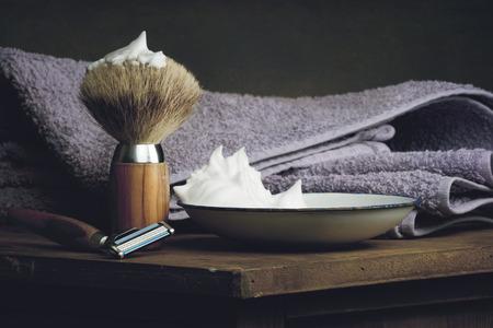 vintage Shaving Tool on wooden Table and dark Background Standard-Bild