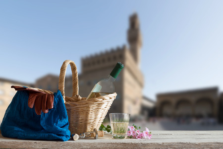 picknick: Picnic in Front of the famous Palazzo Vecchio in Florence