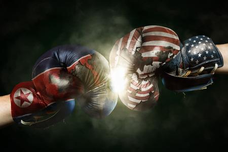 Politische Krise zwischen Nordkorea und USA symbolisiert mit Boxhandschuhen Standard-Bild - 85478641
