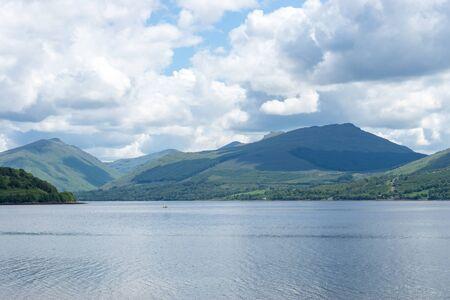 Loch Fyne with green Highlands at Inveraray, Scotland Standard-Bild - 129105634