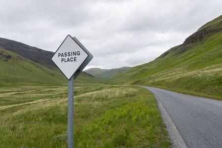 on the narrow road on the Isle of Mull, Scotland Standard-Bild - 129066485