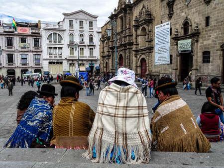 Cholas chatting the main square of la paz Editorial