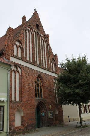 Zeer oude kerk en monument