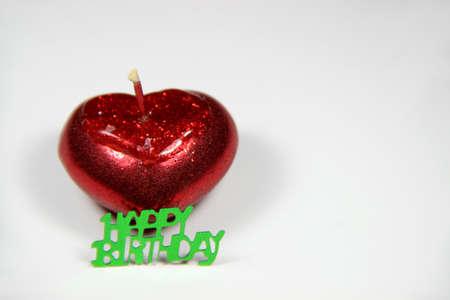 bougie coeur: joyeux anniversaire - avec bougie rouge de coeur Banque d'images