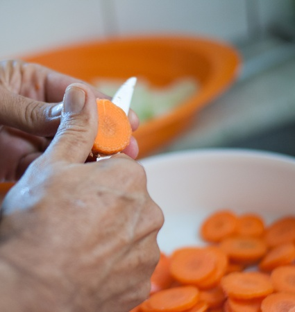 old man cut carrots Stock Photo - 14985712