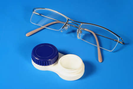 contato: eye glasses and contact lenses
