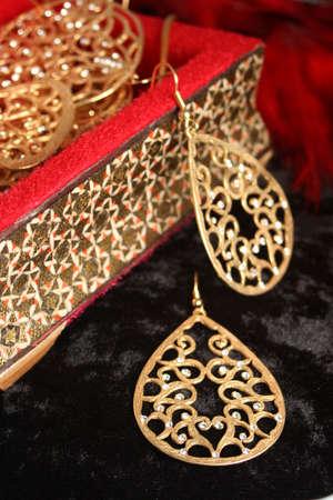 黄金色の宝石のダイヤモンド