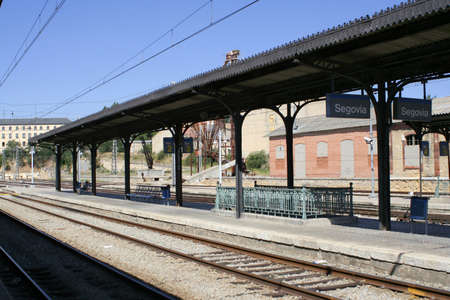 Segovia railway platform and train tracks Banque d'images