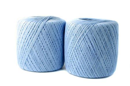크로 셰 뜨개질을위한 파란색 원사의 스풀