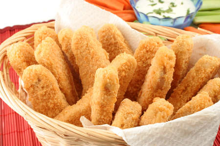 fingers: basket of crispy chicken fingers with platter of vegetables and dip Stock Photo