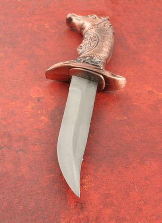 heirlooms: Decorativo asiatiche coltello con i cavalli di testa e scudo