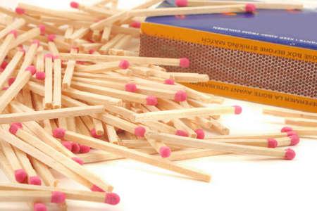 사용하지 않는 나무로되는 성냥 막대기 및 상자를 쌓아 올린 스톡 콘텐츠