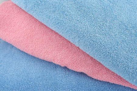 抽象的なピンクとブルーのタオル