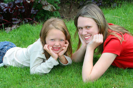 two young pretty girls that could  be sisters, or cousins Zdjęcie Seryjne