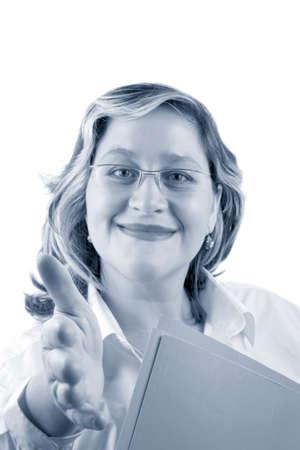 manos estrechadas: amigable sonriente mujer que podr�a ser un m�dico o de negocios ofreciendo una mano para un apret�n de manos Foto de archivo