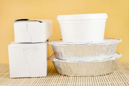 placemat: cibo cinese consegna o takeout alluminio contenitori coperti e scatole di cartone di bamb� placemat