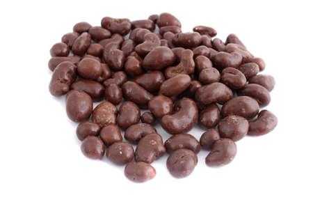 白地 (ない分離、短い被写し界深度) カシュー ナッツ チョコレート