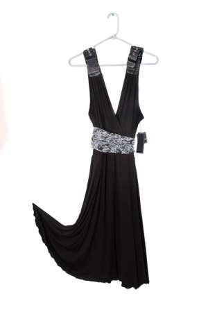 Mouwloze zwarte jurk op hanger met tag opknoping Stockfoto