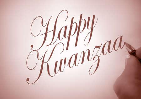 persona escribiendo: Persona escribiendo Kwanzaa feliz en caligraf�a con tono sepia