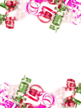 festive colorée recroquevillé ruban bonne pour le fond ou la bordure en rouge et vert sur fond blanc