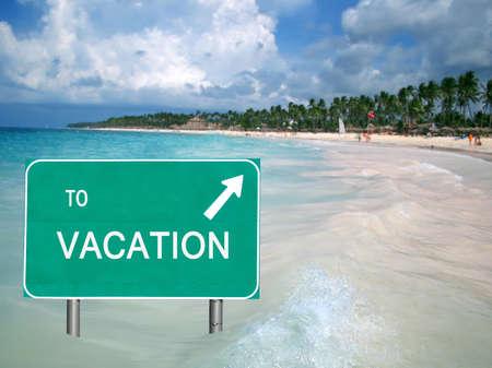 열 대 해변을 가리키는 화살표와 함께 카리브 바다에서 휴가 로그인 스톡 콘텐츠