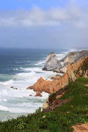 ロカ岬、シントラ、ポルトガルのヨーロッパ大陸で最も西のポイントの岩の海岸 写真素材
