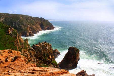 ロカ岬、シントラ、ポルトガルのヨーロッパ大陸のほとんどの西部ポイントの岩の海岸