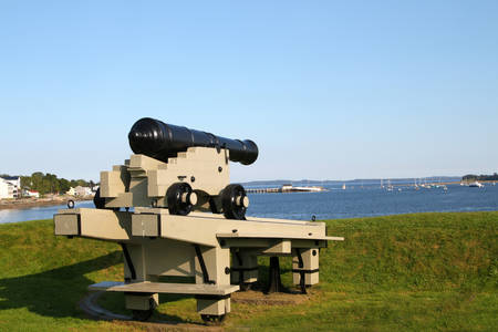 maritimes: Cannon  protecting the Bay of Fundy harbor in St. Andrews, New Brunswick, Maritimes, Canada