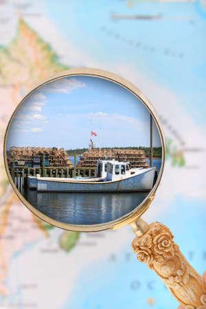 fischerei: Suche in der Fischerei-Industrie in Atlantik-Kanada mit unscharfen Karte im Hintergrund