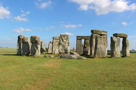 standing stones: Stonehenge on the lush countryside of England in Wiltshire