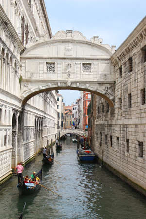 archtecture: VENICE, ITALY, JUNE 23, 2015: Gondoliers make their way through the canals of Venice  under the Bridge of Sighs in Italy