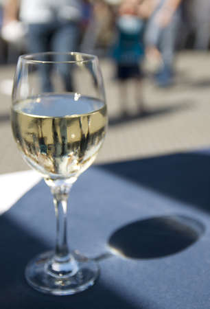 glas: Glas of white wine on a restaurant table Stock Photo