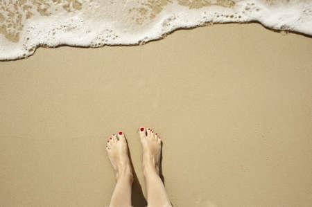 u�as pintadas: arriba a abajo de los pies esperando una ola a entrar, oh el espacio de la copia previsi�n demasiado