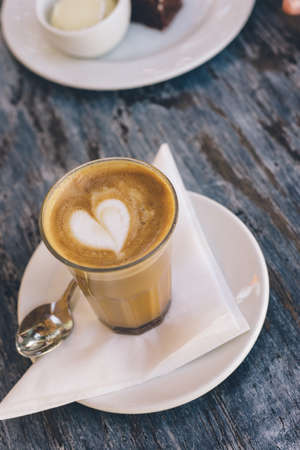 loveheart: flat white coffee, overhead, with loveheart Stock Photo