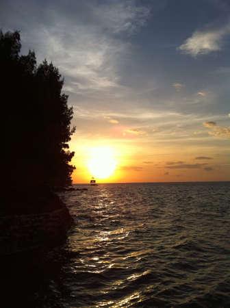 インドネシアのビーチでサンセット