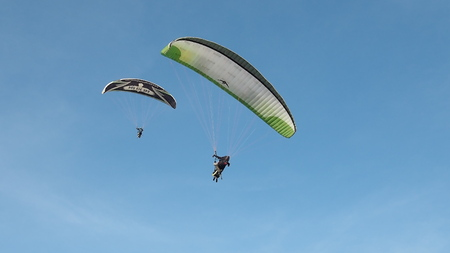 Paragliding couple Banco de Imagens