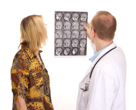 Männlich Arzt untersucht eine Patientin Standard-Bild - 14795785