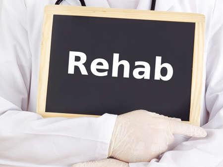 Doctor shows information on blackboard: rehab Standard-Bild