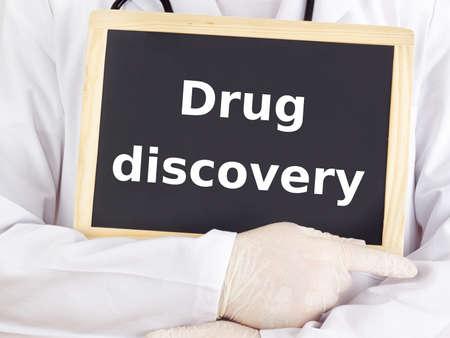 drug discovery: Medico mostra le informazioni: scoperta di nuovi farmaci Archivio Fotografico