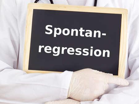 remission: Medico mostra le informazioni: regressione spontanea