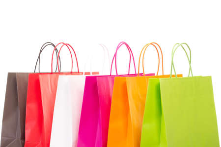 compras compulsivas: Seis bolsas de la compra de colores sobre fondo blanco