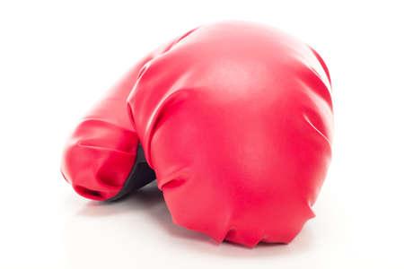 흰색 배경에 빨간 권투 글러브