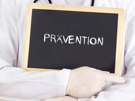 Doctor shows information: prevention in german