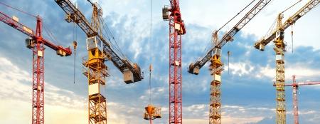 Dźwignice na budowaniu witryny w obraz panoramiczny
