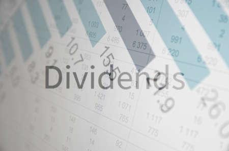 「配当金」の碑文。金融の概念。
